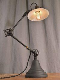 Настольная лампа B008