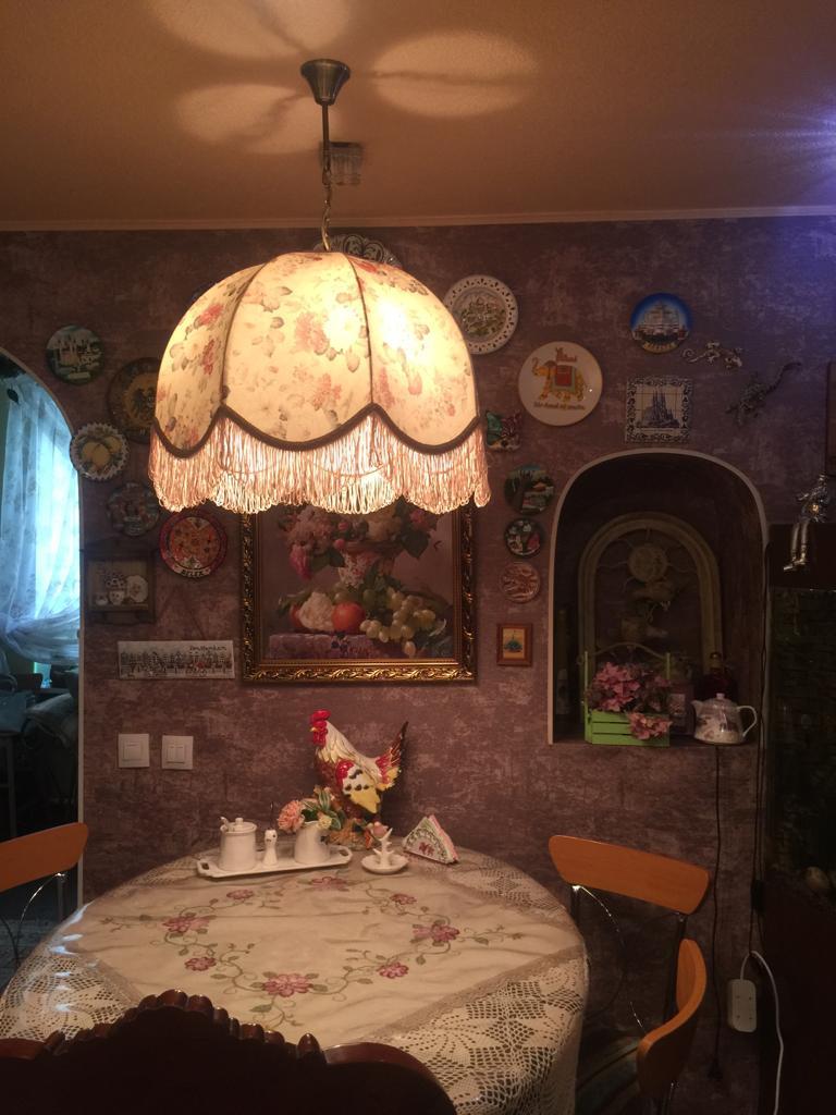 """Старинный абажур из ткани """"Домашний"""" цветами"""