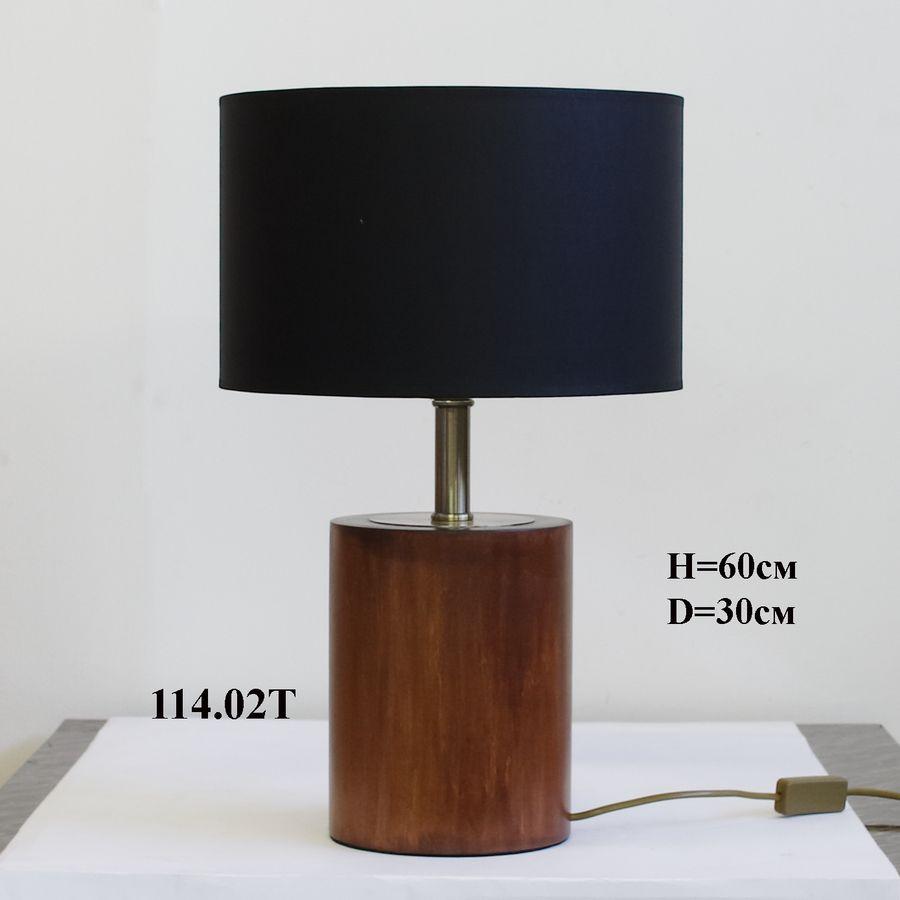 Настольная лампа из дерева с черным абажуром 114.2.17Т