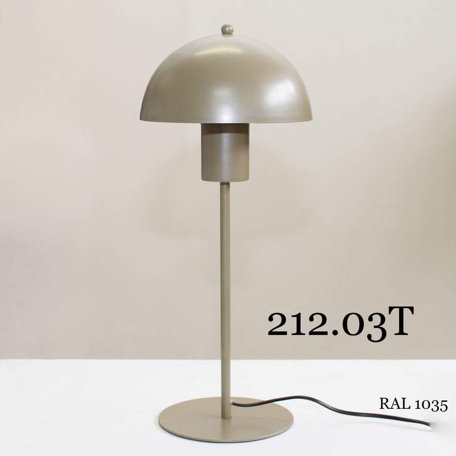 Настольная лампа с металлическим абажуром 212.03Т